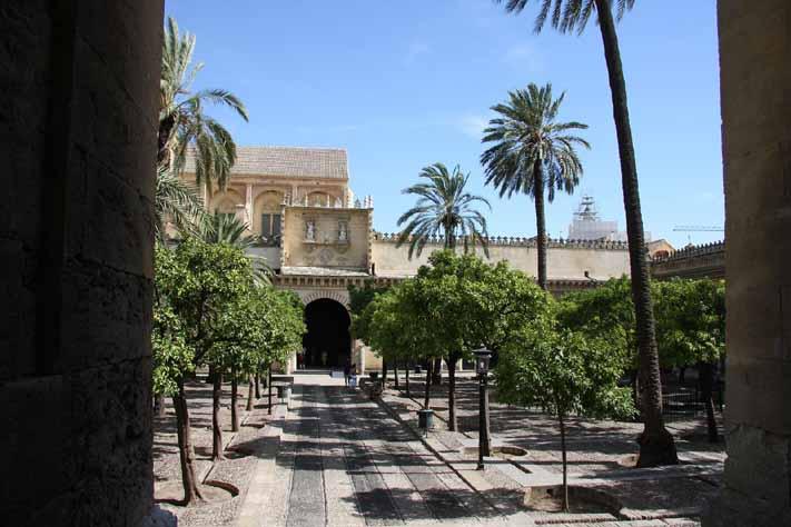 Mezquita-de-Cordoba-patio-naranjos-2