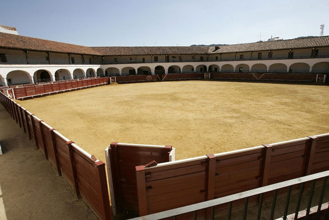 plaza-de-toros-almadén-coso