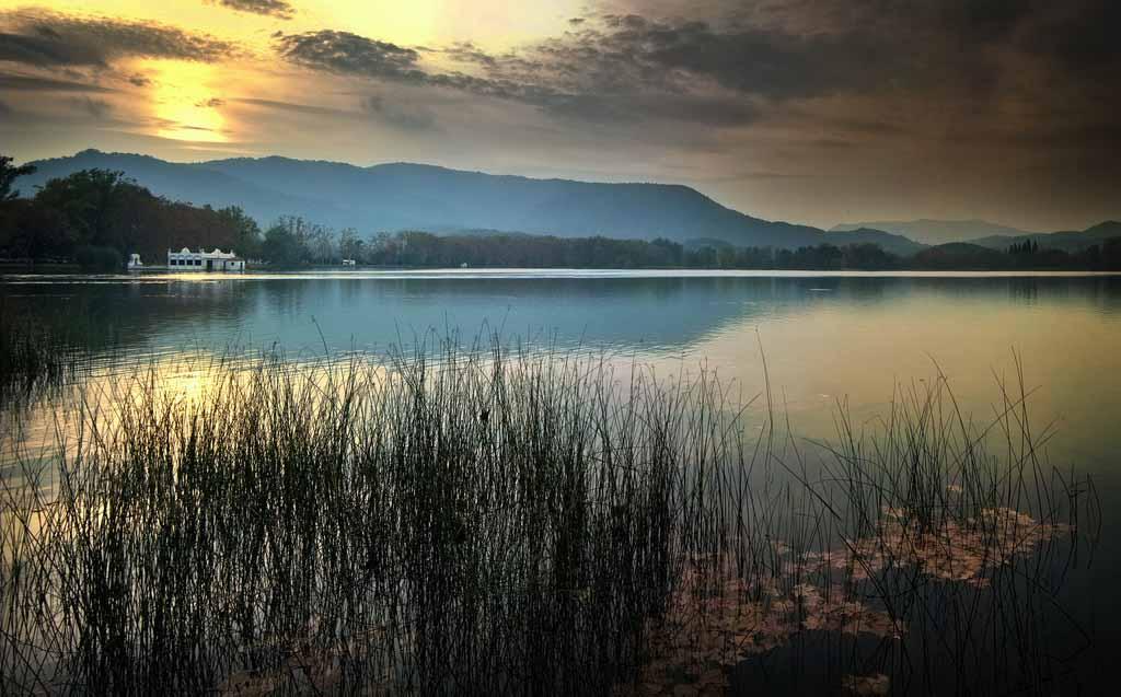 lago-bañolas-atardecer-2