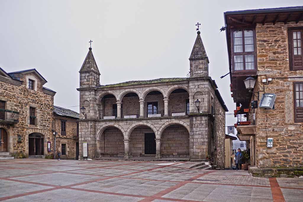 Puebla-de-Sanabria-plaza-mayor