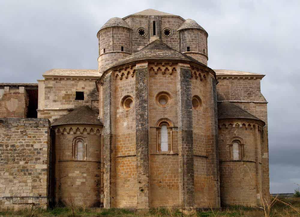 Monasterio-de-Irache-iglesia-romanica-2