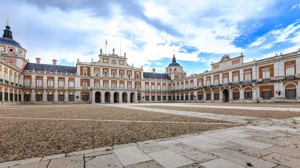 Palacio real de aranjuez maravillas de espa a por sole for Jardines de aranjuez horario