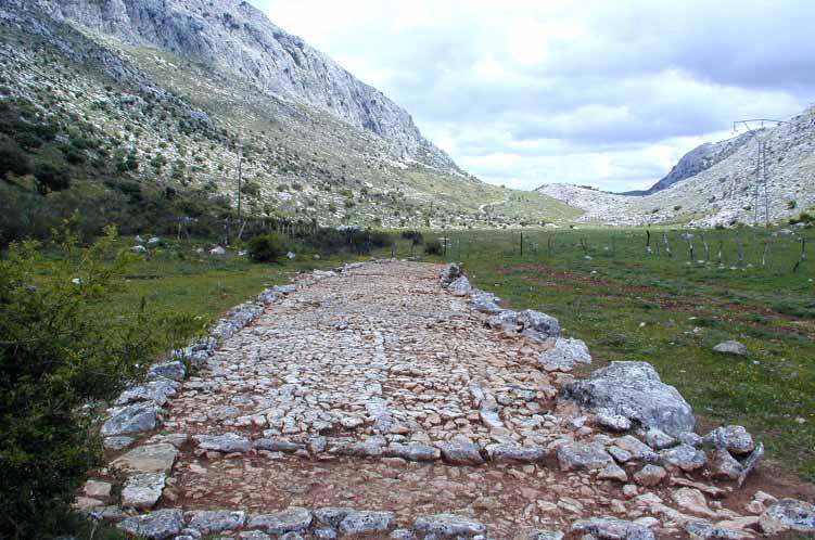 villaluenga-del-rosario-calzada-medieval
