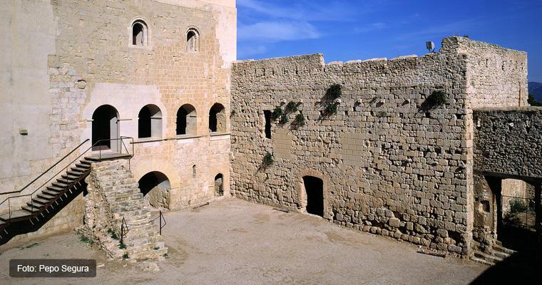 Castillo-de-Miravet-patio-de-armas