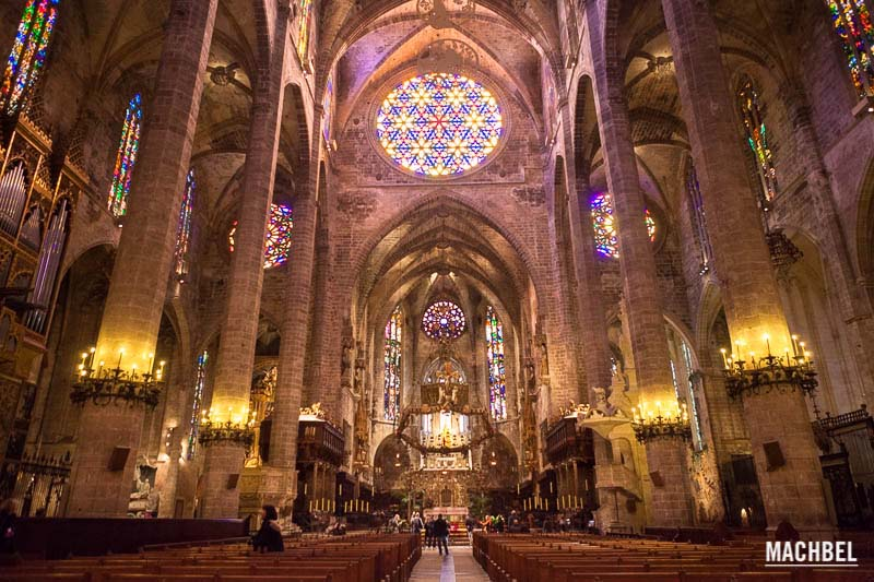 Catedral de mallorca catedrales de espa a que merece la pena visitar por sole - Catedral de sevilla interior ...