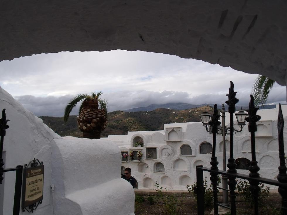 cementerio-redondo-de-sayalonga-entrada