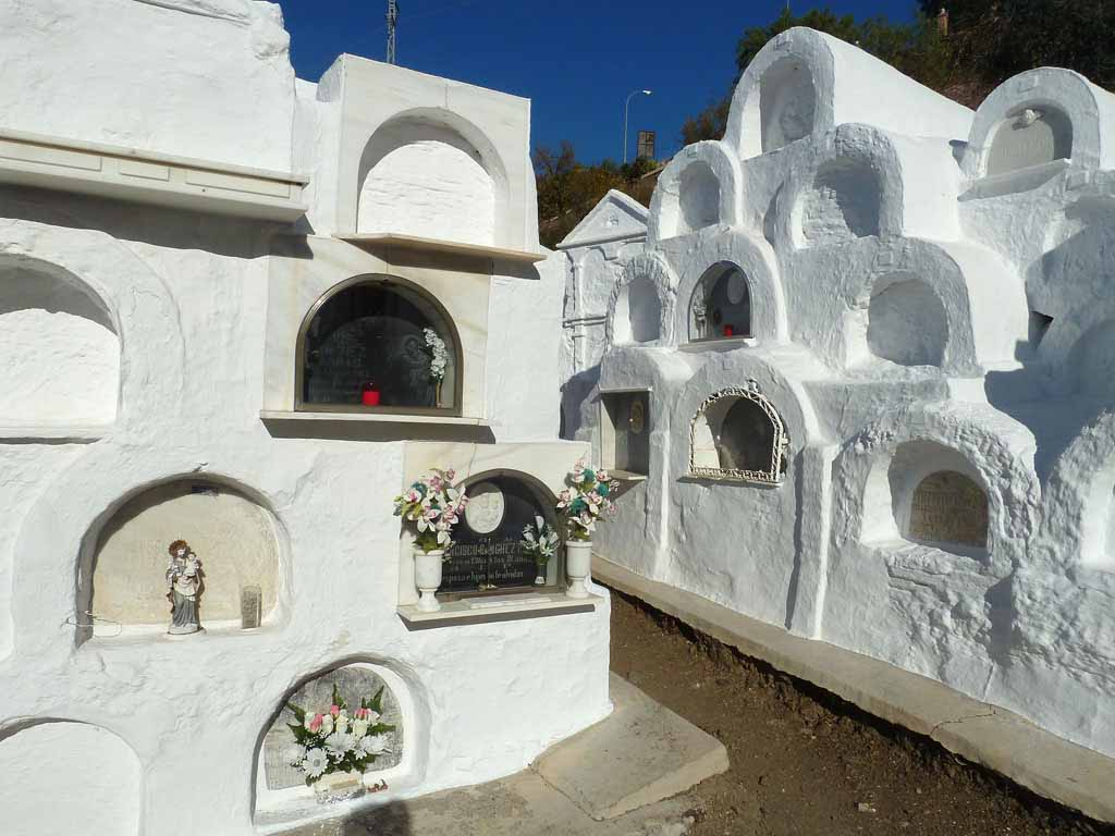 cementerio-redondo-de-sayalonga-interior