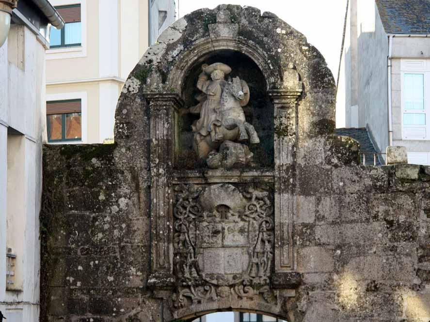 muralla-romana-lugo-puerta-santiago