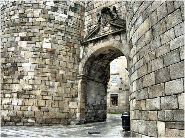 muralla-romana-lugo-puerta-jpeg
