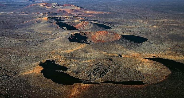 timanfaya-volcanes-panoramica-2