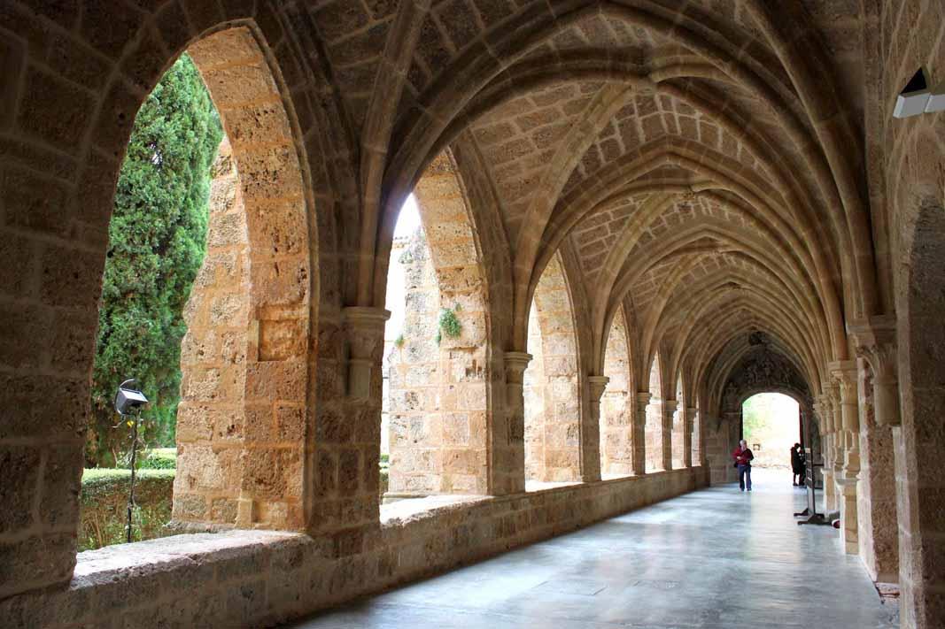 Monasterio-de-Piedra-claustro-2