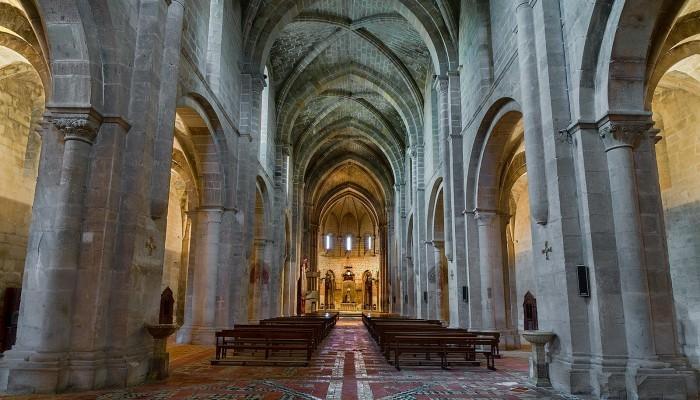 Monasterio-de-Piedra-iglesia