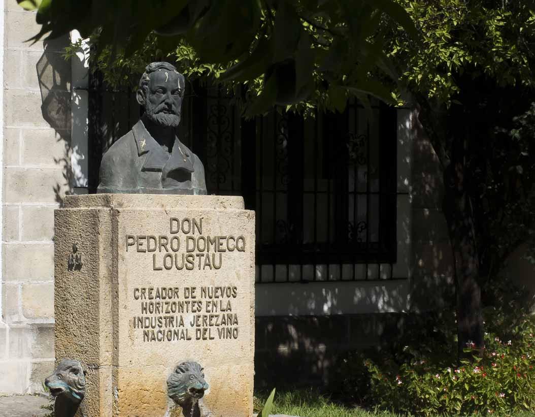bodegas-pedro-domecq-estatua-4