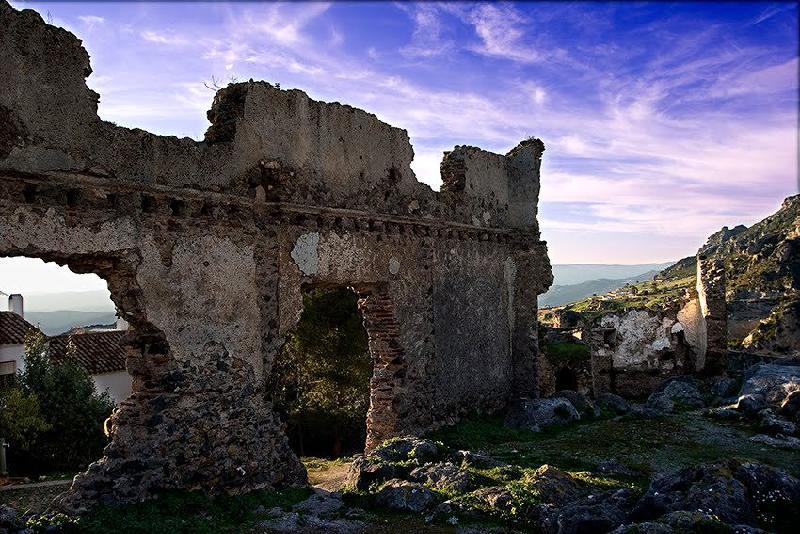 baños-de-hedionda-casares-ruinas