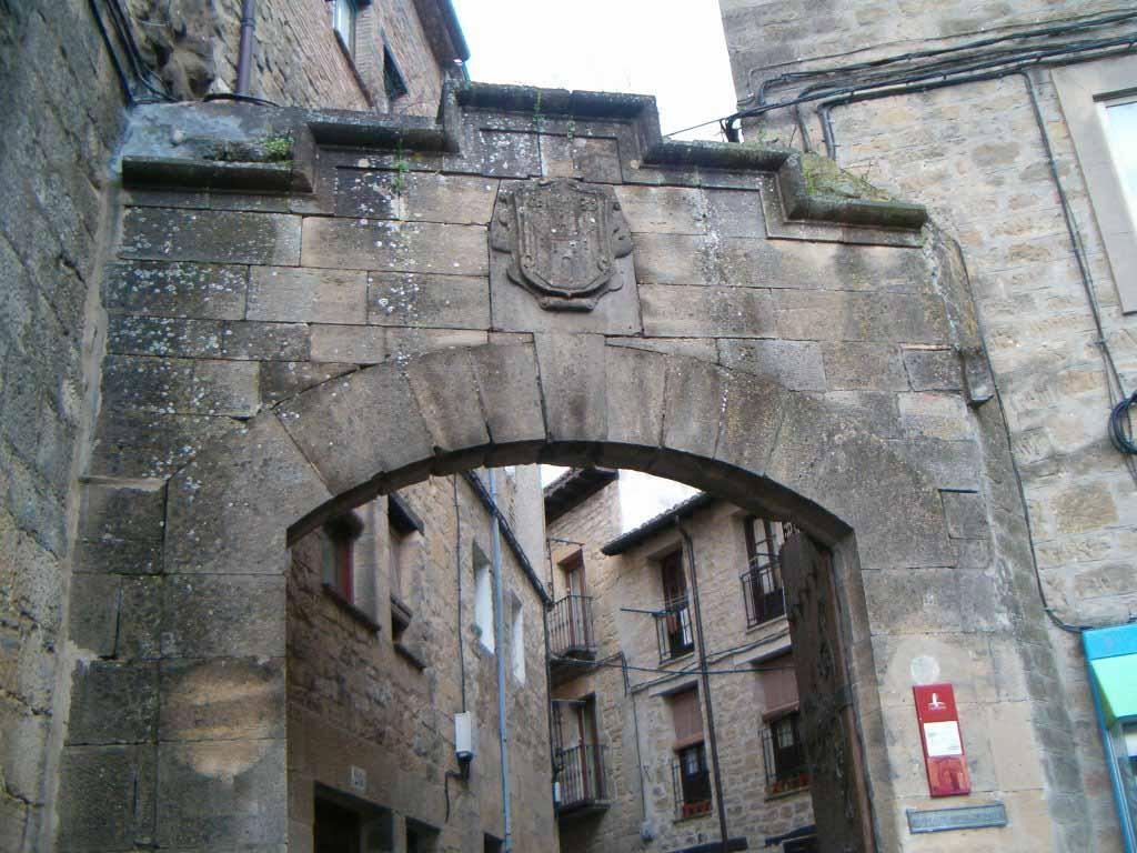 cuevas-laguardia-puerta-muralla-4