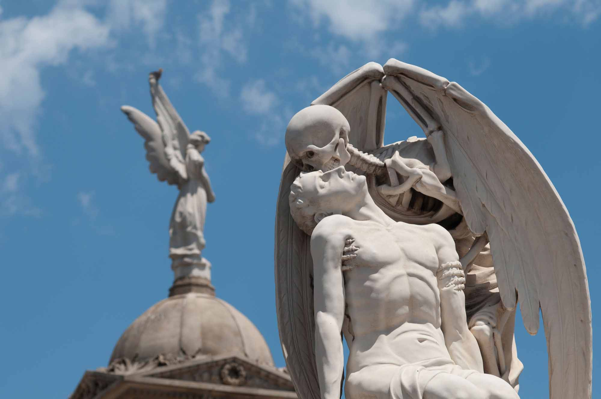 cementerio-de-poblenou-beso-de-la-muerte