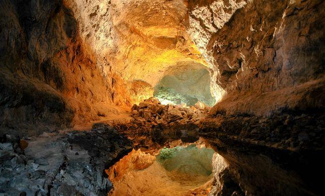 cueva-de-los-verdes-2