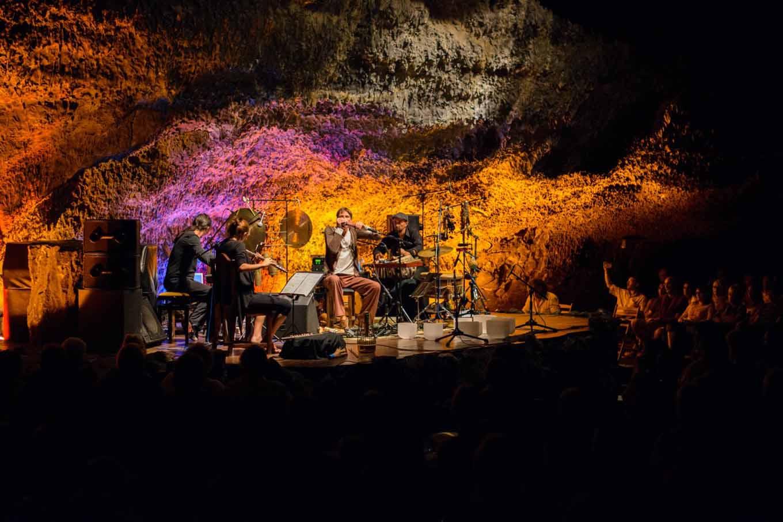 cueva-de-los-verdes-auditorio-3