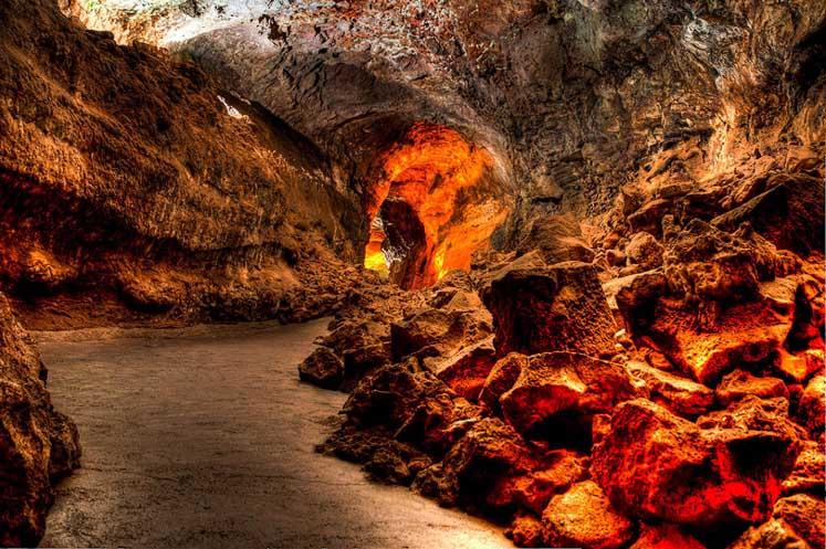 cueva-de-los-verdes-interior-4