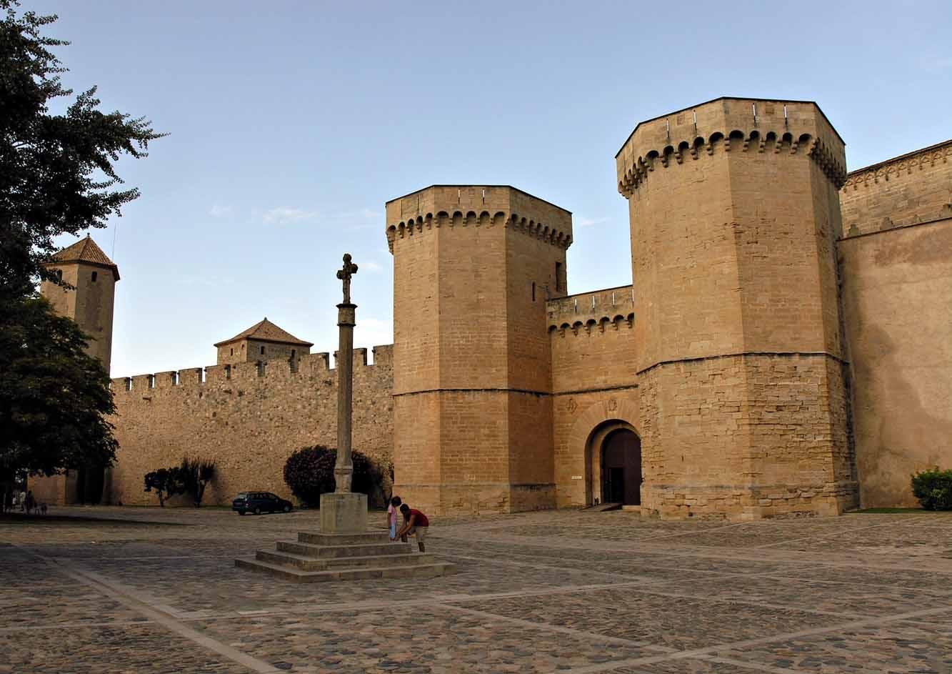 monasterio-de-poblet-puerta-real