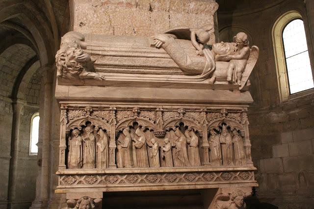 monasterio-de-poblet-sepulcros