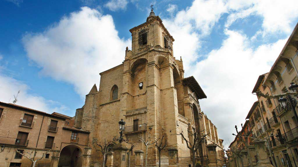 Castillo-de-Olite-iglesia-santa-maria