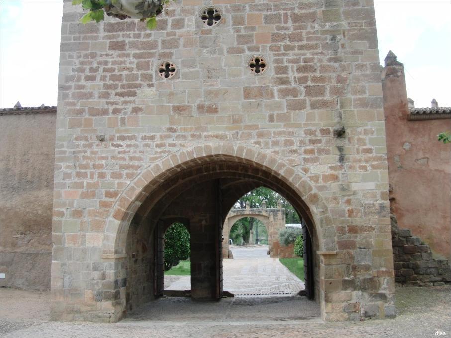 monasterio-de-veruela-torre-puerta