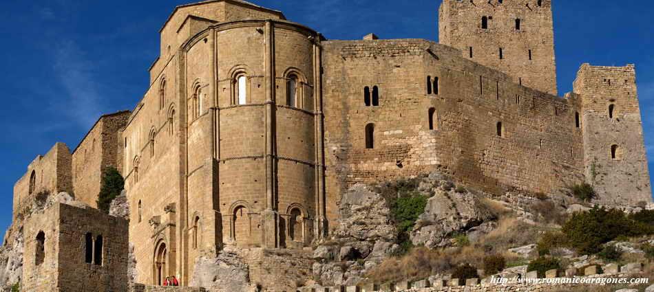 castillo-de-Loarre-iglesia-exterior-2