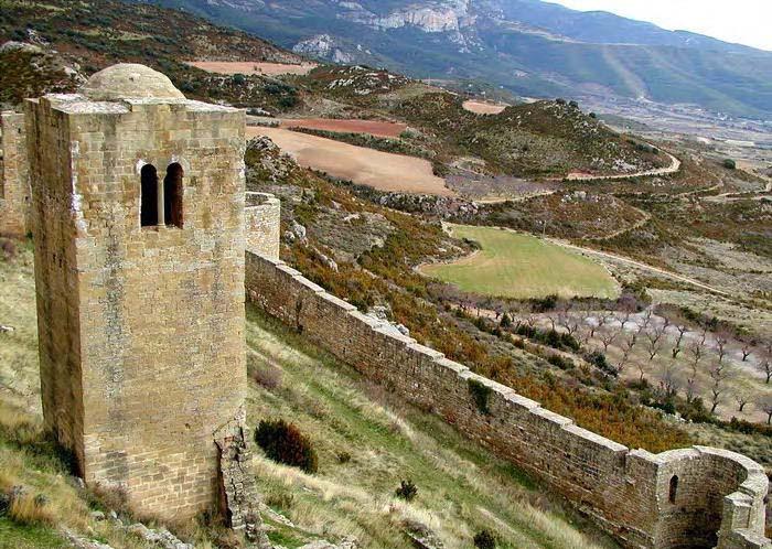 castillo-de-Loarre-torre-albarrana